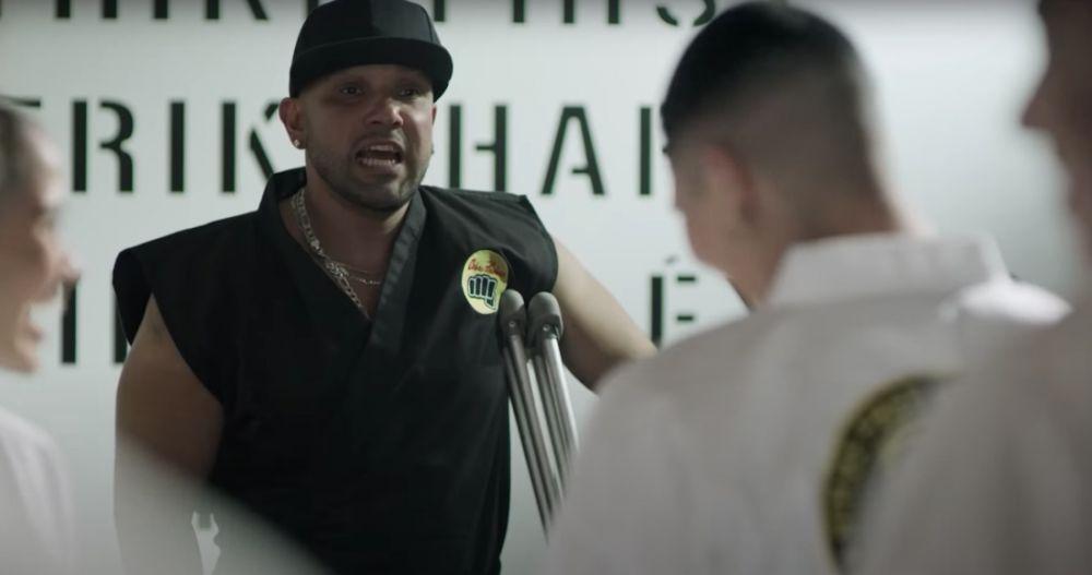 ¡Sin miedo al éxito, papi! Netflix promociona Cobra Kai con el dojo Las Barras Praderas