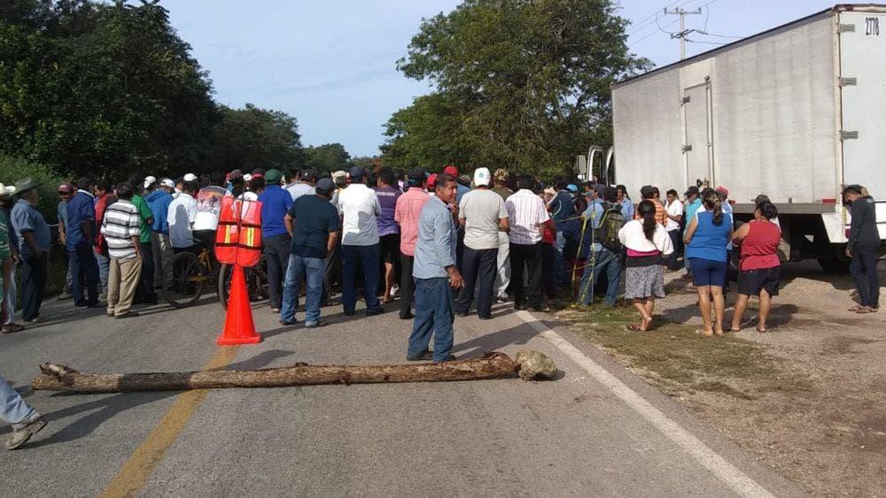 Campesinos de Tihosuco bloquean carretera FCP –Valladolid