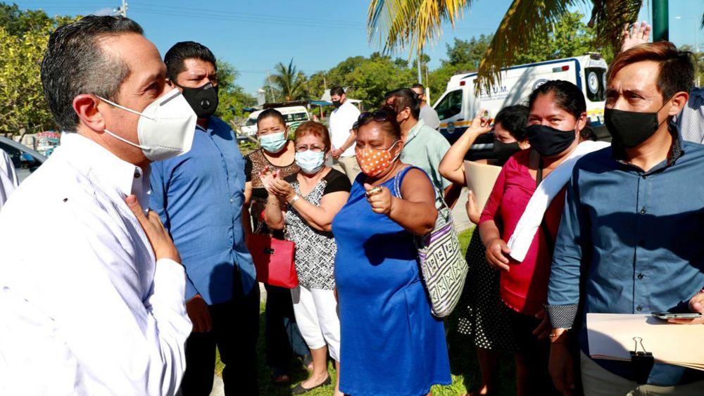 Carlos Joaquín entrega títulos de propiedad, para dotar a ciudadanos de seguridad patrimonial