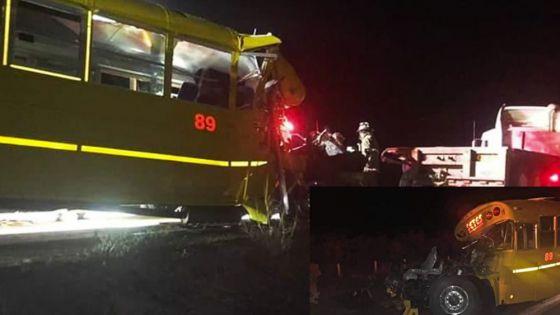 Choque entre camión de pasajero y tráiler deja un muerto y 25 heridos