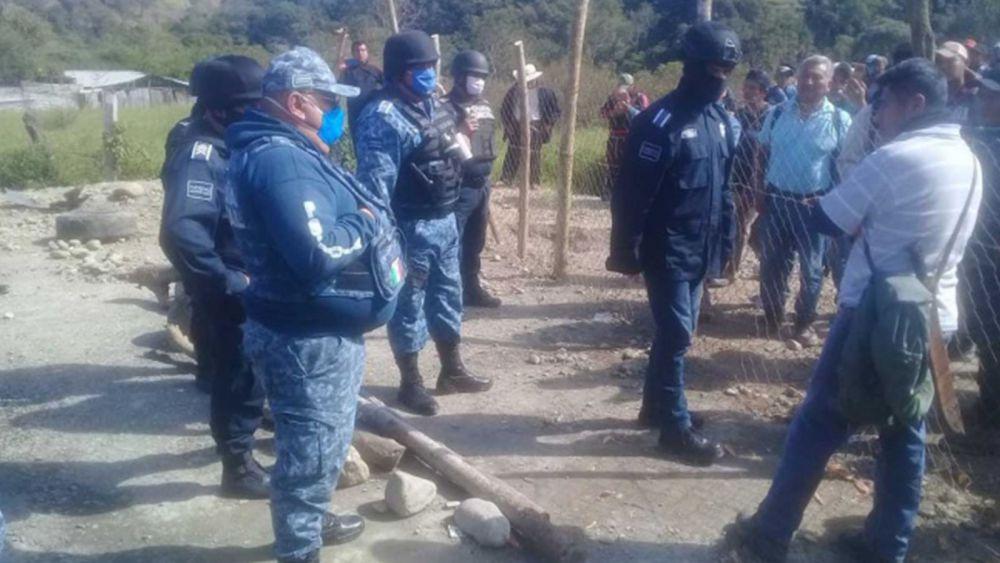Deja 15 heridos enfrentamiento entre policías e indígenas