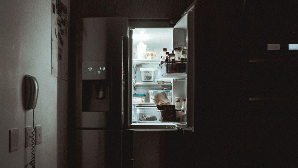 Mujer esconde en el refrigerador el cuerpo de su madre muerta