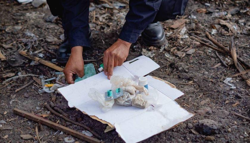 Policía Municipal de Akil quema drogas sintéticas en basurero municipal