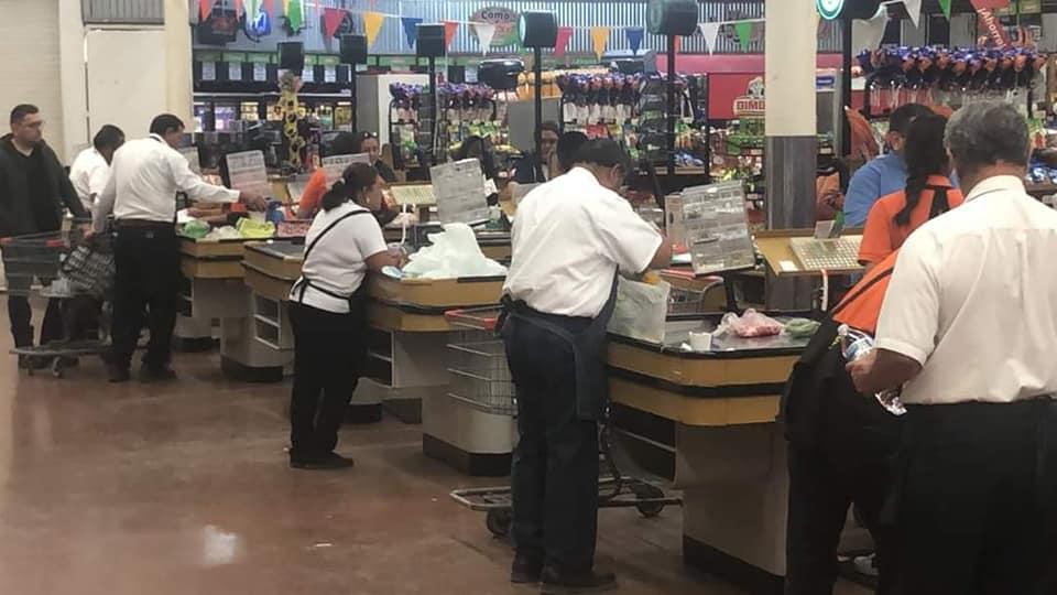 En Chetumal regresan 'cerillitos' de la tercera edad a los supermercados.