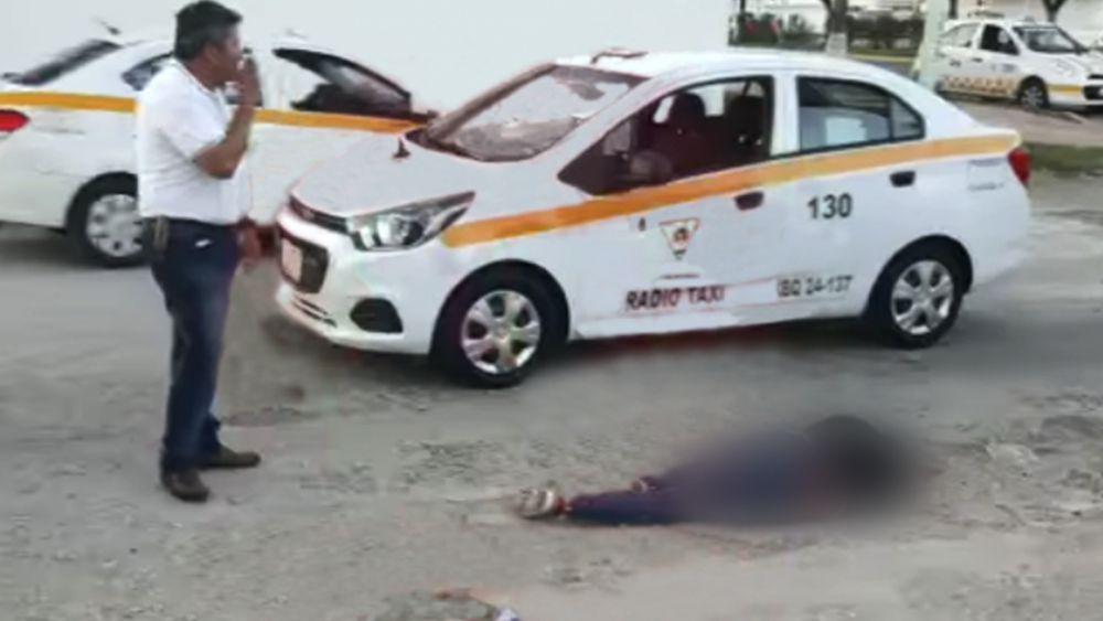 Emboscan a ocupantes de taxi en Chetumal y matan a dos