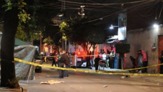 Balacera entre civiles armados y la policía deja 10 muertos
