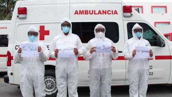Paramédicos de Cruz Roja Cancún no saben se serán vacunados contra Covid-19.