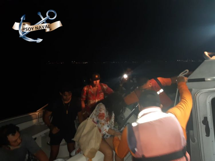 Rescate la Marina a embarcación a la deriva en Isla Mujeres; cinco tripulantes fueron a puestos a salvo a cuatro millas de la ínsula.