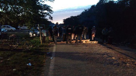 Campesinos de Tihosuco y la SCT buscan acuerdo para levantar bloqueo.