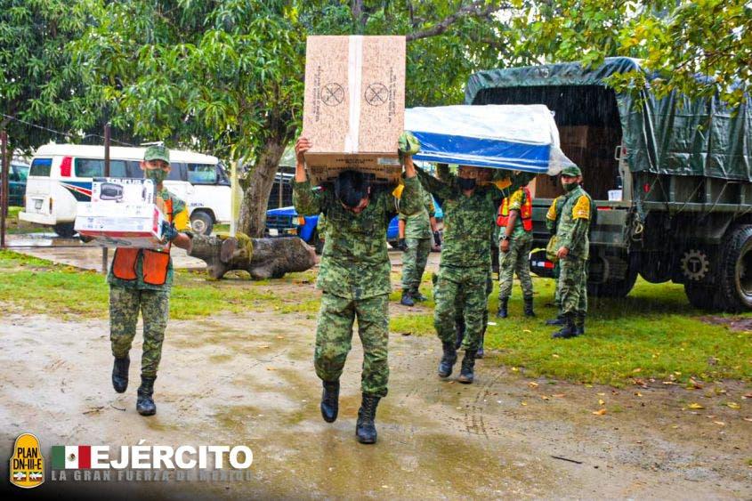 Entrega Sedena más de 12 mil paquetes de enseres a damnificados en Tabasco.