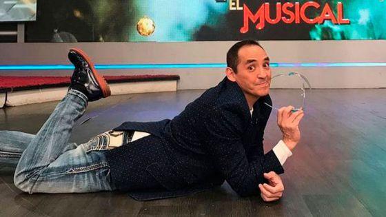 Ernesto Chavana 'presume' su vacuna contra Covid-19
