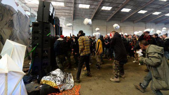 Fiesta clandestina masiva enloquece y termina en enfrentamiento