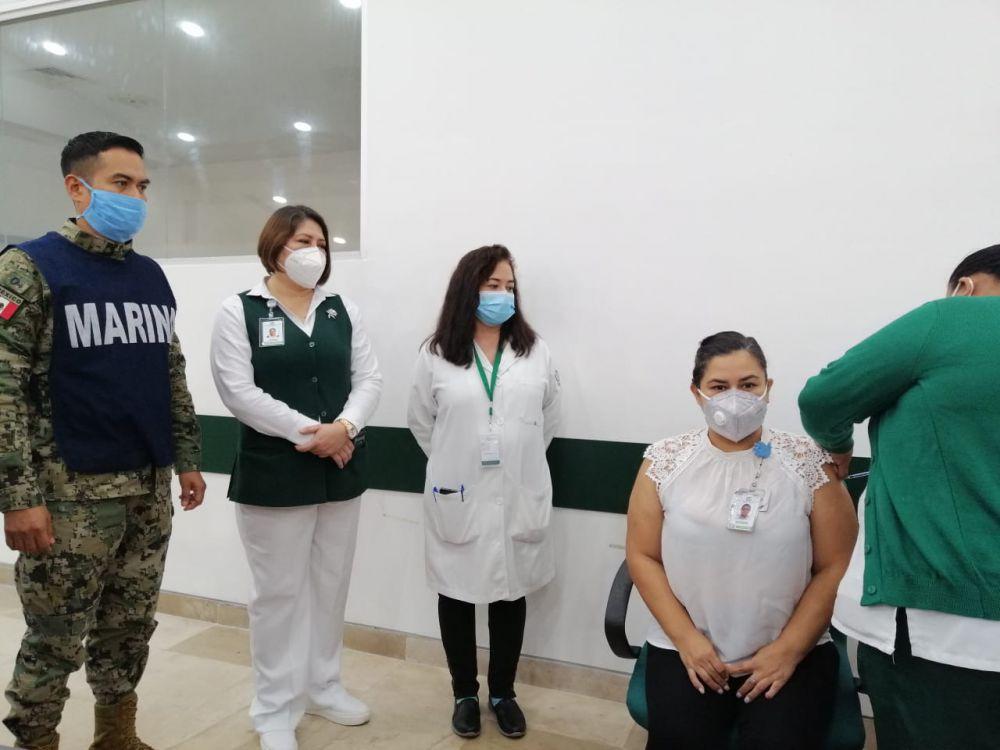 Continúa IMSS Quintana Roo con vacunación Covid a personal de Salud; se prevé que hoy viernes concluya la primera fase.