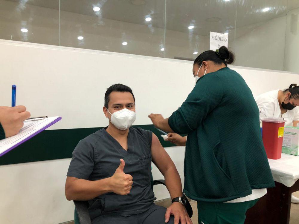 Continúa IMSS Quintana Roo con vacunación Covid a personal de Salud.