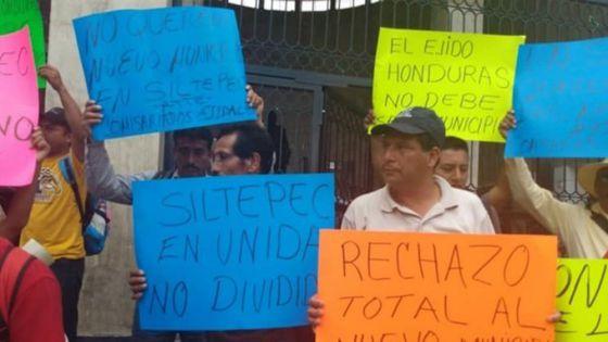 Por conflictos municipales retiene a empleados del INE
