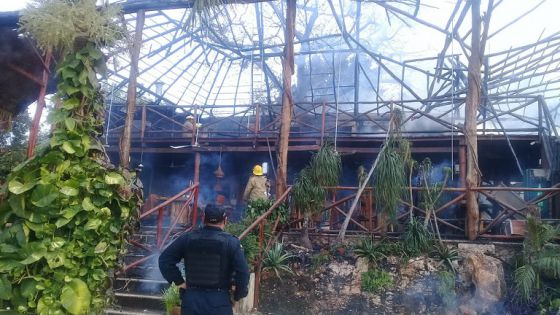 Se incendia restaurante en Valladolid, se registra gran pérdida material