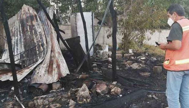 Queda en cenizas una casa en Chuburná tras incendio provocado con pirotecnia