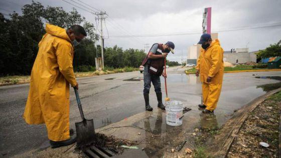 Gobierno de Cancún realiza trabajos preventivos por lluvias
