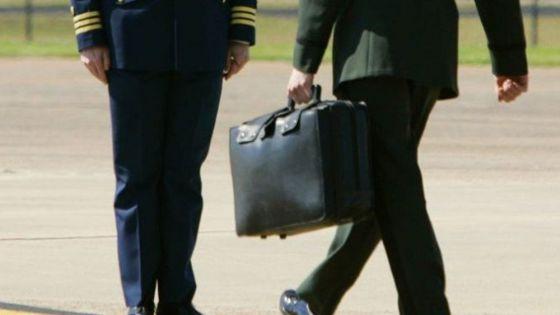 Trump ya no gobierna, pero se llevo con el maletín nuclear