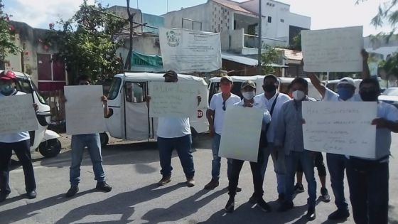 Se manifiestan mototaxistas en Playa Del Carmen