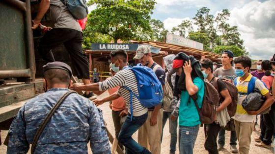 """Rescatan a migrantes que viajaban """"en condiciones infrahumanas"""" en tráiler"""