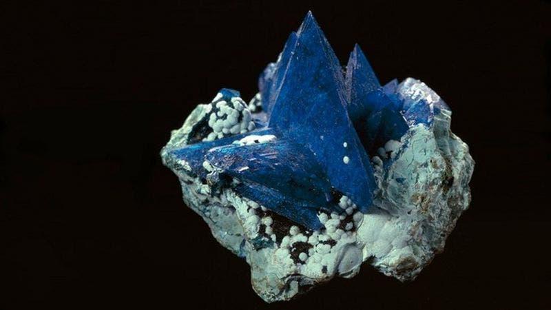 Descubren nuevo mineral de una roca extraída hace 2020 años