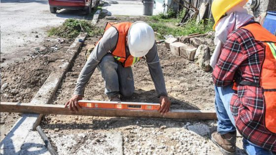 Avanza construcción de banquetas y guarniciones en la colonia pescadores de Puerto Morelos