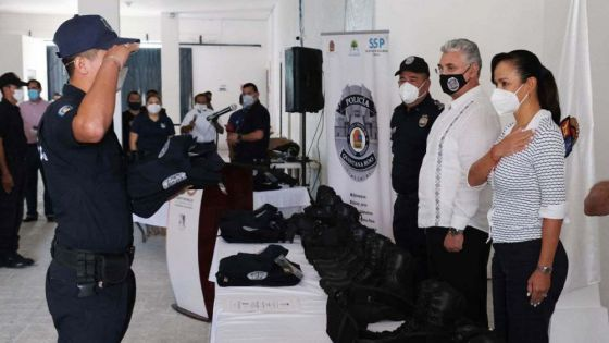 Entregan uniformes a elementos de la Policía Quintana Roo de Puerto Morelos