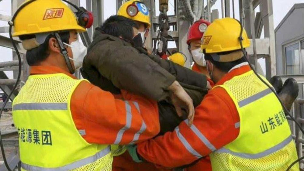 Rescatan 9 cuerpos de trabajadores tras explosión en mina de oro