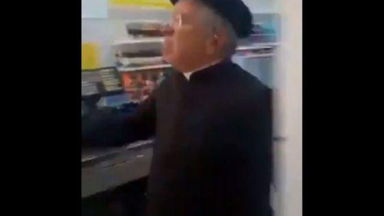 ¡Se le metió el chamuco! Sacerdote golpea a personas que le pidieron usar cubrebocas