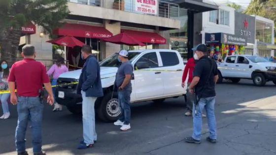 Sujetos armados atacan un restaurante; hay un muerto