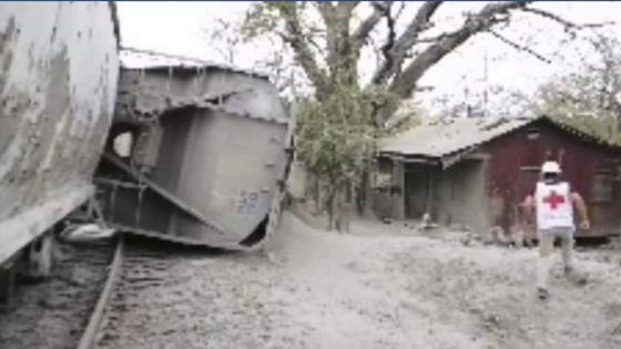 Se descarrila tren cargado de cemento en SLP