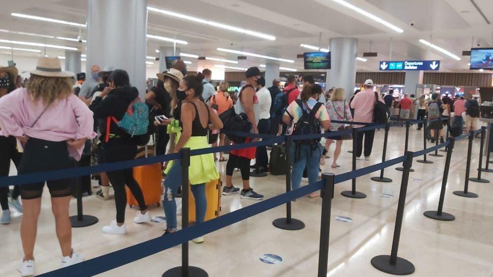 Detectan a turistas contagiados de covid-19 en Riviera Maya