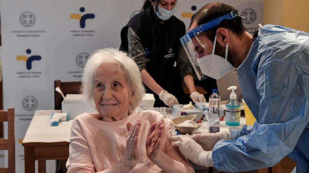 Vacunación de adultos mayores iniciará a finales de enero: AMLO