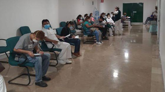 Continúa el IMSS con vacunación masiva de su personal