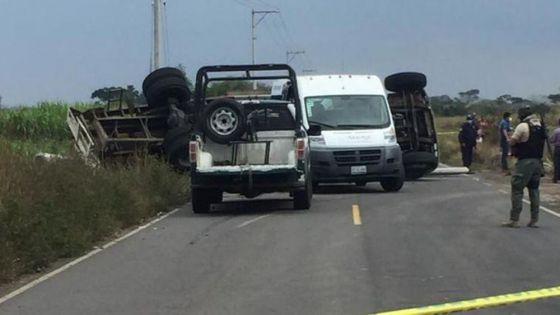 Mueren tres personas aplastadas tras la volcadura de un camión