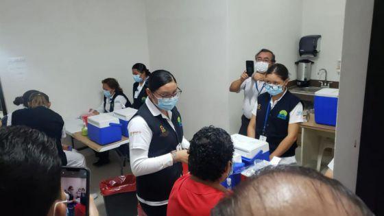 En Cozumel inició la vacunación de personal de Salud que atiende Covid-19.
