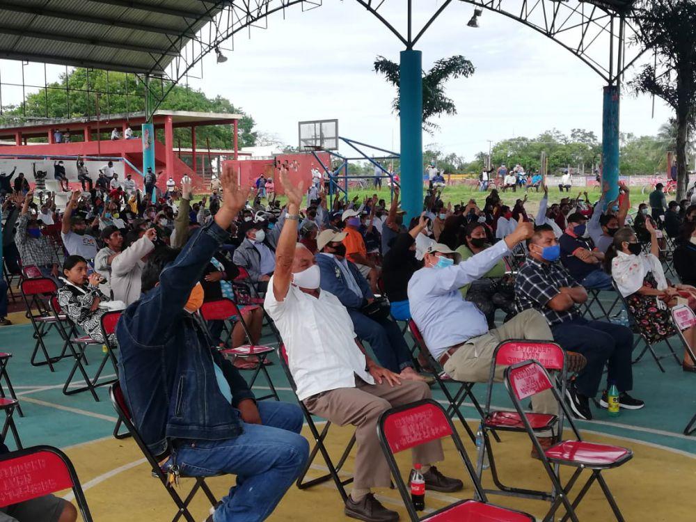 """Dan ejidatarios luz verde a parque eólico en Kantunilkín; ayer se llevó a cabo la asamblea en la cual se aprobó el proyecto """"Kukulcán""""."""