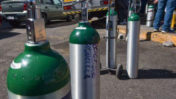 Costos exorbitantes y escasez de tanques de oxígeno en Cancún.
