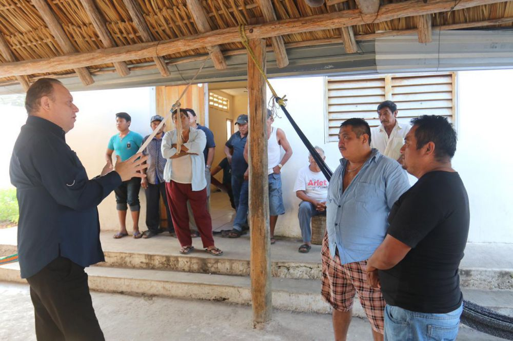 Comunidades mayas reclaman al edil 'Chak Me'ex' no cumplir promesas.