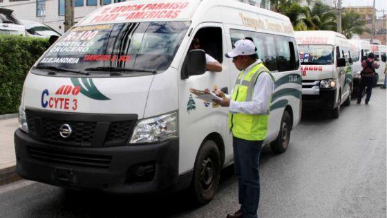 Sigue problemática de sobrecupo en transportes de Cancún.