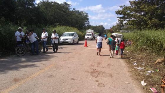 Campesinos de Tihosuco liberan carretera Felipe Carrillo Puerto–Valladolid.