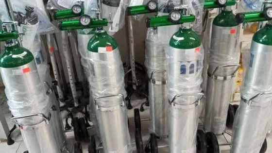 Reportan en Cancún escasez de tanques de oxígeno.