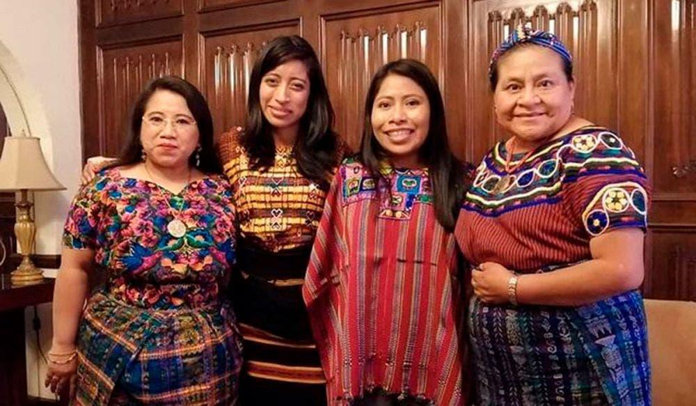 Yalitza Aparicio se reúne con Rigoberta Menchú en Guatemala
