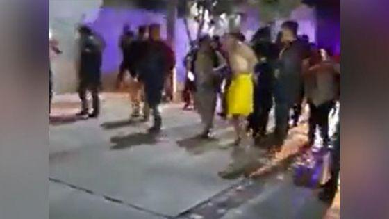 Exhiben desnudo a presunto delincuente por agredir a abuelito
