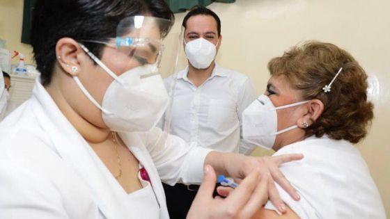 """Enfermera del Hospital """"Agustín O'Horán' primera en recibir vacuna contra el Covid-19 en Yucatán"""
