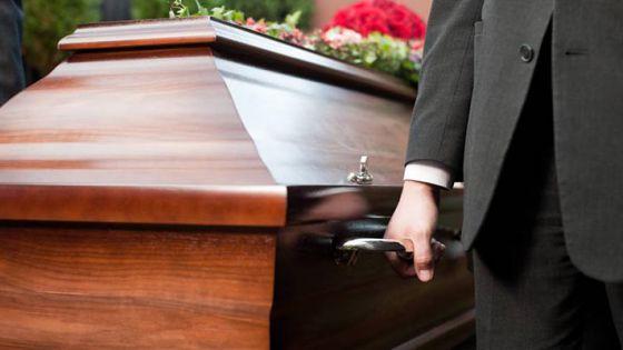 Presentan cadáver de hombre a banco para sacar sus ahorros