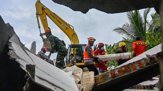 Ya son 78 muertos por sismo en Indonesia
