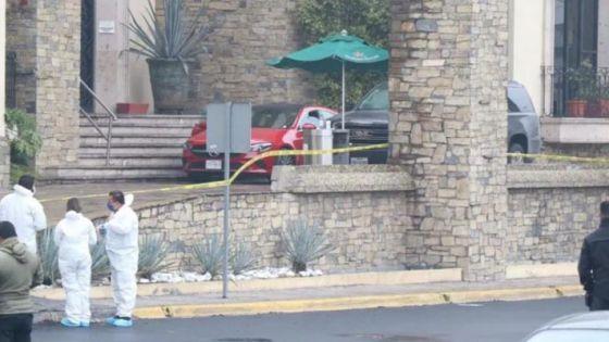 Balacera en estacionamiento de restaurante deja un muerto