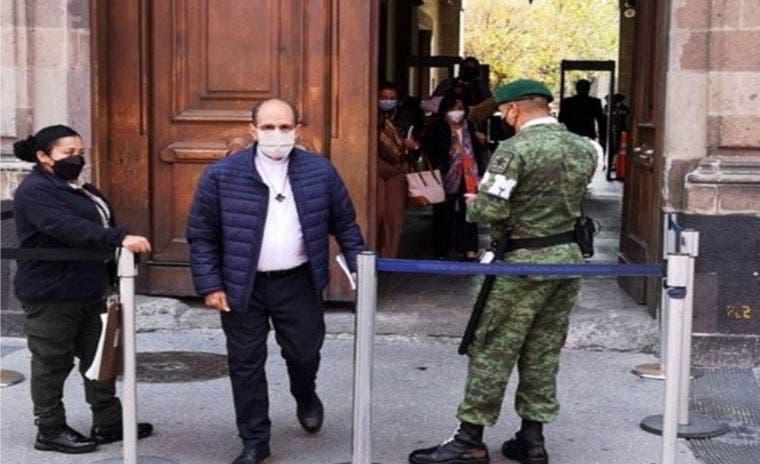 El sacerdote Solalinde visita Palacio Nacional, donde convalece AMLO